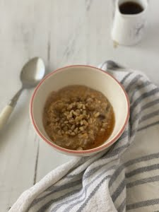 Carrot cake porridge with walnuts and maple syrup
