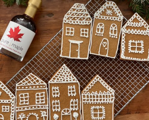 Maple gingerbread houses decorated with royal icing - Pure Maple