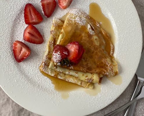 Crepes with strawberries and maple syrup - Pure Maple