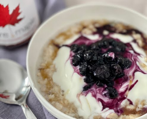 Porridge with maple, blueberry compote and yoghurt - Pure Maple